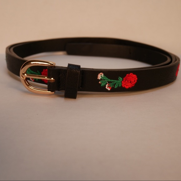 torrid Accessories - Torrid 4X black belt with red embroidered roses